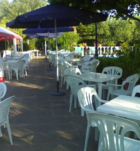 Tavoli da giardino plastica roma ~ Mobilia la tua casa